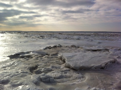 Ein Blick aufs nicht vorhandene Meer. Bis an den Horizont nur Eis.