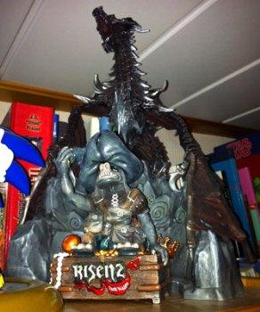 Foto des Risen-2-Gnoms und des Skyrim-Drachens