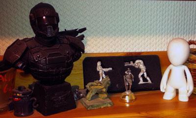 Figuren überm Schreibtisch #2