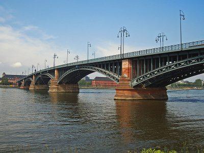 Theodor-Heuss-Brücke (Mainz–Wiesbaden) Quelle Wikipedia / JosePian unter CC BY-SA 3.0