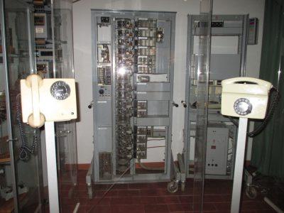 Alte Vermittlungstechnik im Postmuseum in Luxemburg