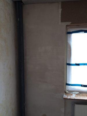Eine Wand mit frischem Putz