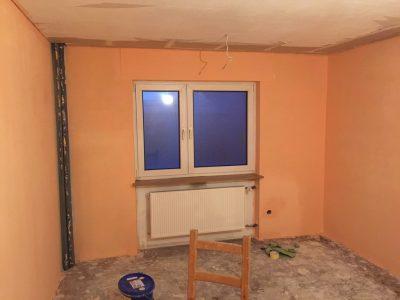 Das Schlafzimmer nach dem ersten Anstrich